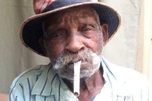 114 tuổi mới tính chuyện... cai thuốc lá
