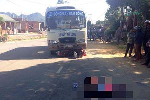 Va chạm với xe buýt: Vợ chết, chồng và 2 con nhập viện