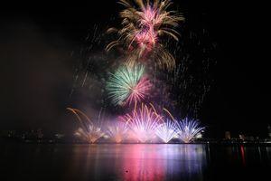 Rực rỡ sắc màu pháo hoa đêm thi Italy- Hong Kong