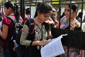 Mùa thi ở Ấn Độ: 'Toát mồ hôi' trong vô vọng