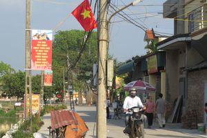Tại xã Đồng Quang, huyện Quốc Oai: Sẽ di chuyển hàng cột điện nằm giữa đường làng trong tháng 6