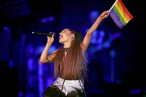 Ariana Grande vẫy cờ lục sắc, bất ngờ nhá hàng 'siêu phẩm' hợp tác cùng Nicki Minaj