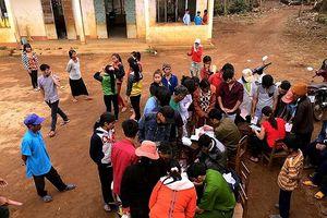 Công an xuống thôn, làng làm chứng minh nhân dân