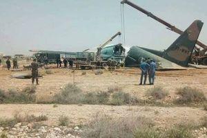 Máy bay vận tải quân sự C-130 gãy đôi khi hạ cánh