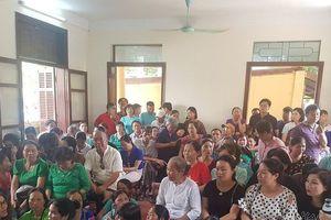 Người dân đông nghịt đến nghe tuyên án vụ BS Hoàng Công Lương