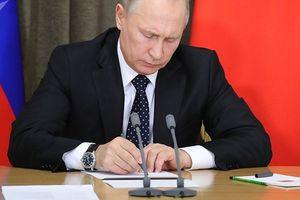 Tổng thống Putin ký đạo luật đáp trả lệnh trừng phạt của Mỹ và các đồng minh