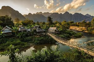 Vang Vieng: Thị trấn ngủ quên của Lào