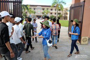 Gần 140 tình nguyện viên tiếp sức cho thí sinh thi tuyển vào lớp 10
