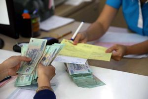 Đề xuất gia hạn xử lý cổ phần vượt giới hạn trong ngân hàng