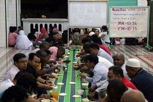 Tháng chay Ramadan giữa lòng Sài Gòn: Không ăn, không uống, không hút thuốc