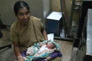 Nữ cảnh sát dùng sữa mình cứu sống bé sơ sinh bị bỏ rơi