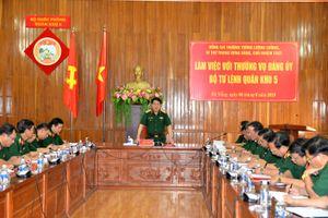 Thượng tướng Lương Cường làm việc với Thường vụ Đảng ủy, Bộ tư lệnh Quân khu 5