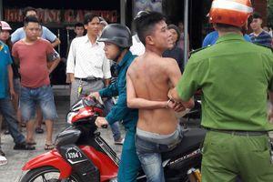 Nam thanh niên nghi ngáo đá lao vào quán game đánh người