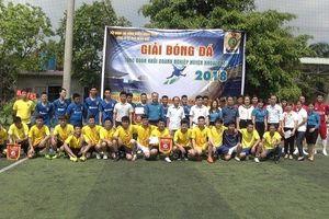 LĐLĐ huyện Khoái Châu: Tổ chức giải bóng đá và trao quà cho CNLĐ hoàn cảnh khó khăn