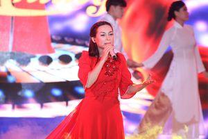 Ca sĩ Phi Nhung, Á hậu Huyền My 'đốt nóng' lễ hội 'Phố Hàng nóng' tại Hà Nội