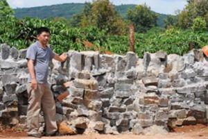 Bịt lối nhà dân vì chưa đóng tiền NTM: Bức tường chưa được tháo dỡ