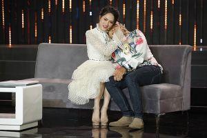 Bỏ thần thái Hoa hậu, Hương Giang lại `mê trai` trên sóng truyền hình