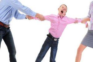 Vợ lập gia đình khác, sắp có con riêng, chồng có quyền nuôi con?
