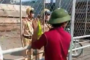 Xôn xao clip CSGT Nam Định bị người dân 'nhốt' trong xưởng gỗ