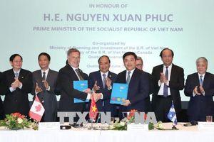 Trao biên bản ghi nhớ hợp tác giữa Việt Nam và Canada