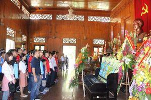 Hơn 300 nhà báo dâng hoa, dâng hương tại khu di tích Kim Liên