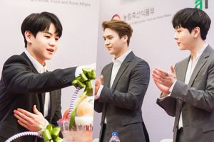 Cận cảnh góc nghiêng 'thần thánh' của dàn trai đẹp Highlight trong fan-meeting ở Hà Nội