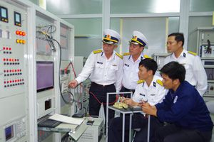 Nỗ lực làm chủ khí tài radar hải quân