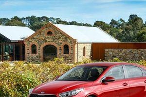 Kia Cerato 2018 - Đối thủ Hyundai Elantra, Mazda3 có gì hay?