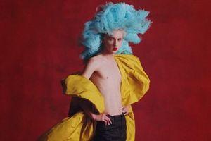 Troye Sivan lột xác trong MV 'Bloom' kể về tình yêu đồng tính
