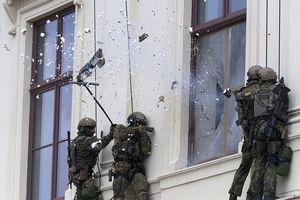 Mãn nhãn với màn diễn tập giải cứu con tin của lính đặc nhiệm, gay cấn không khác gì phim hành động