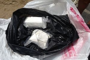 Bắt giữ 2 đối tượng buôn bán tàng trữ ma túy có hàng nóng
