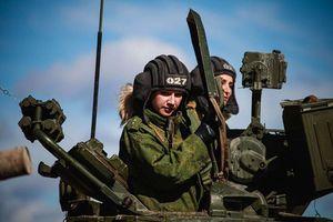 Lái xe tăng, chuyện nhỏ đối với nữ binh sĩ Nga
