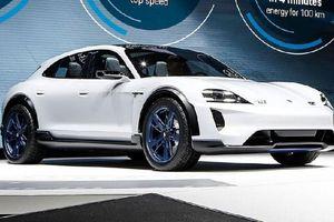 Porsche ra mắt xe chạy điện Tycan với hình dáng cực kỳ ấn tượng
