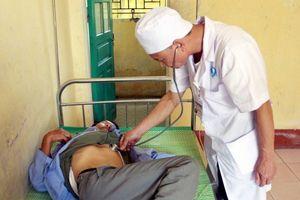Ăn tiết canh lợn rừng, 32 người nhập viện cấp cứu