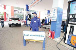 Giá dầu tăng mạnh, nguy cơ lạm phát cao quay trở lại