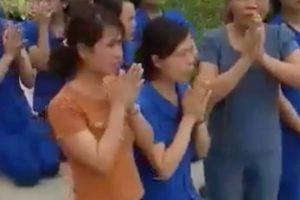 Nhiều giáo viên quỳ để xin không đóng cửa nơi dạy trẻ