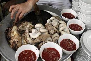 Thái Bình: 50 người bị ngộ độc vì ăn tiết canh lợn rừng