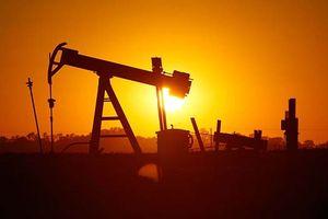 Tồn kho Mỹ bất ngờ giảm mạnh, giá dầu lên đỉnh gần 2 tuần