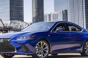 Tập trung vào xe gầm cao, Lexus quay lưng với IS, GS