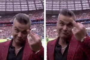 Ca sĩ Robbie Williams gặp rắc rối vì đưa 'ngón tay thối' ở lễ khai mạc