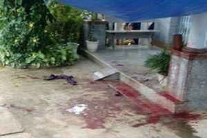 Đi xem đá bóng về, phát hiện người lạ tử vong bên vũng máu ngay trước sân nhà