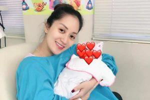 Khánh Thi hạnh phúc khoe hình công chúa nhỏ mới chào đời