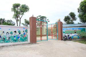 Vụ cô giáo quỳ gối xin dạy học tại Nghệ An: Vẫn đình chỉ hoạt động nhưng cho phép gia hạn hoàn thiện hồ sơ
