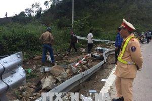 Xe khách rơi xuống vực, 21 người thương vong