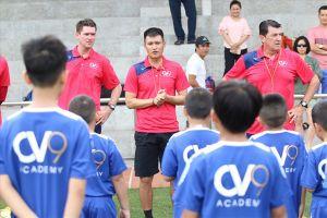 Công Vinh đi 'gõ đầu trẻ' mùa World Cup