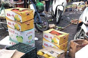 Dưa lưới vàng Trung Quốc đột lốt hàng Việt ùn ùn dội chợ