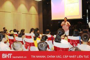 Thần đồng Đỗ Nhật Nam chia sẻ bí quyết học tiếng Anh với học sinh Hà Tĩnh