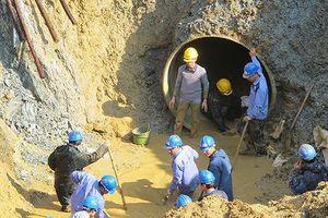 Đường ống nước sạch sông Đà lại gặp sự cố