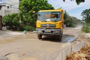Hưng Yên: Xe tải hoành hành cày nát tỉnh lộ