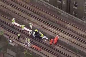 Tàu đâm chết ba người ở London